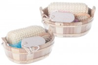 Set cadeau d'accessoires de bain dans panier en bois