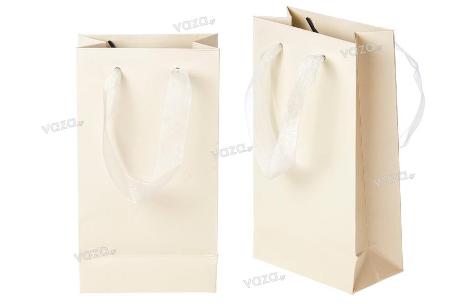d953fd9e85 ... Τσάντα δώρου χάρτινη πλαστικοποιημένη με χερούλι 2 cm από οργάντζα σε  διάφορα χρώματα ...
