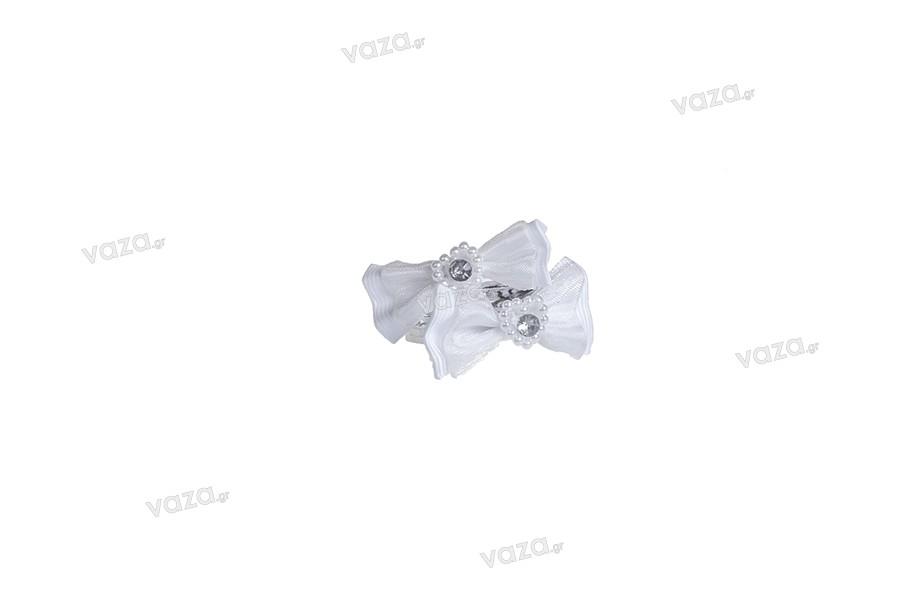 Φιόγκος λευκός με καρδούλα από πέρλα, με ασημί συρματάκι 15cm, σε 50 άδες