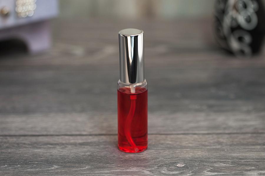 Προσφορά! Μπουκαλάκι αρωμάτων γυάλινο 30 ml με πλαστικό σπρέι και αλουμινένιο καπάκι σε 2 χρώματα