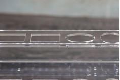 Σταντ (stand) plexiglass φωτιζόμενο με ταινία LED για μπουκαλάκια αρωματοποιίας και διαφορετικά σχέδια μπουκαλιών, βάση λευκή ή μαύρη - 12 θέσεων