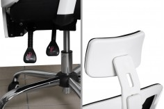 Καρέκλα γραφείου με εργονομικό σχεδιασμό σε λευκό-μαύρο χρώμα με ρυθμιζόμενη ανάκλιση, προσκέφαλο και βραχίονες