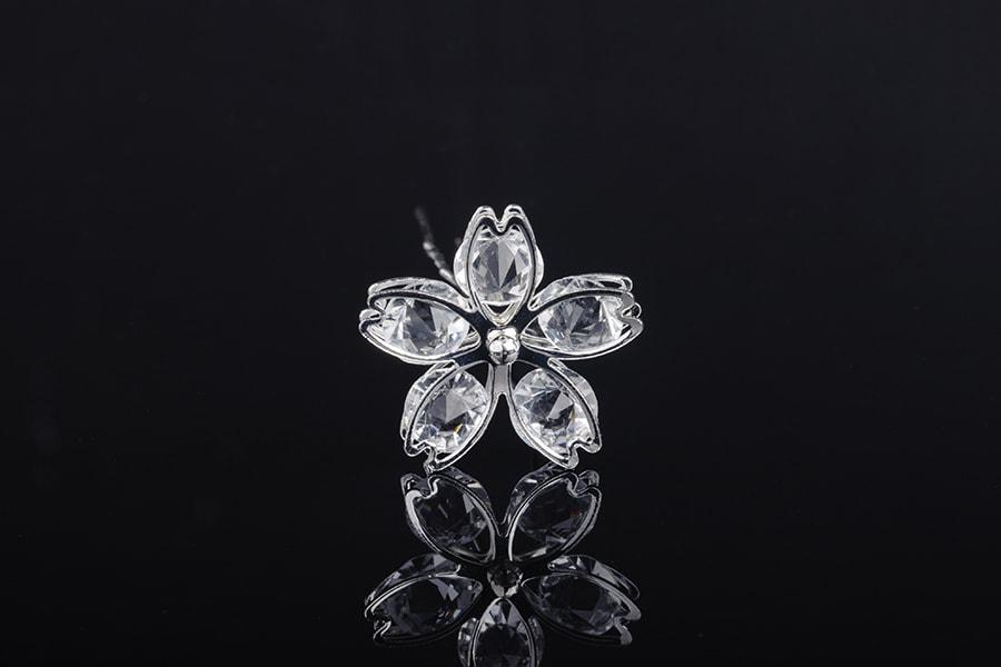 Καρφίτσα διακοσμητική μεταλλική με πέτρες σε σχήμα λουλουδιού (πλάτος 27 mm) – 20 τμχ