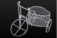 Decorative tricycle metal bike, miniature miniature 100x50 mm with basket in heart shape for bumblebee decoration