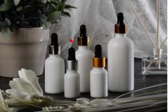 Γυάλινο μπουκαλάκι για αιθέρια έλαια 10 ml λευκό με στόμιο PP18